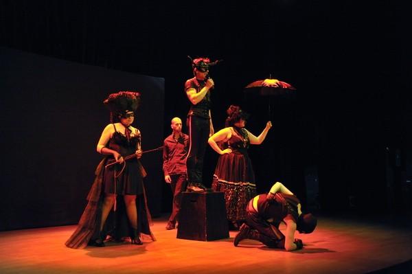 La-mémoire-des-corps- Collectif - Théâtre-de-l'Aurore-Brest-Chatillon-2013-Zeizig mascarille.com