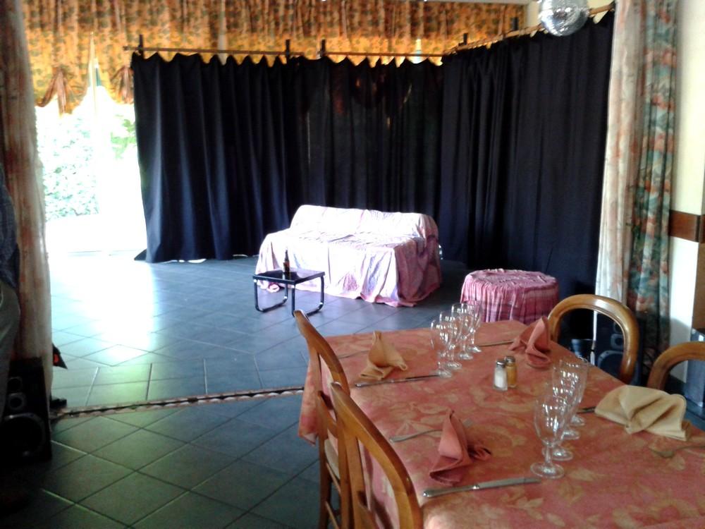 Théâtre au Restaurant Les Glycines à Neuville-les-Dames