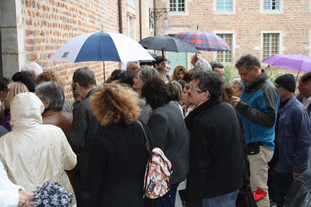 Pluie devant la salle Gérard Maré, Châtillon