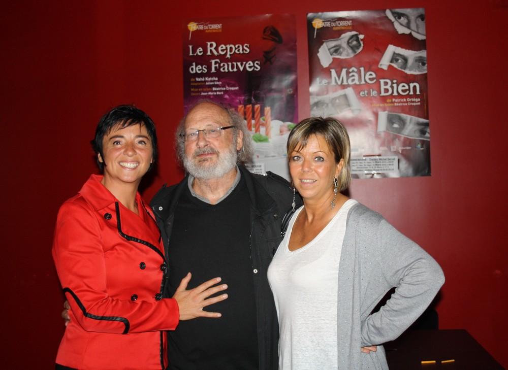 Gérard Levoyer et les deux comédiennes qui interprètent sa pièce : Soeurs