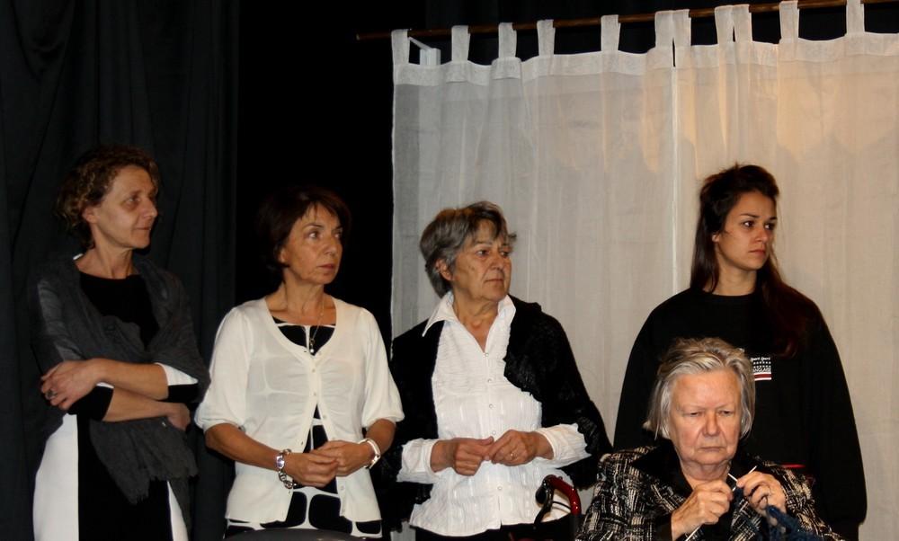 Huit-femmes-2544-Rouge banane Théâtre-2017